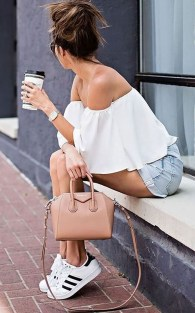 Charming Summer Outfits Ideas To Copy Right Now04