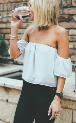 Charming Summer Outfits Ideas To Copy Right Now18