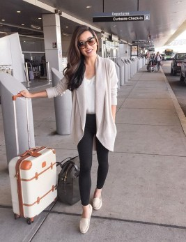 Classic And Casual Airport Outfit Ideas06