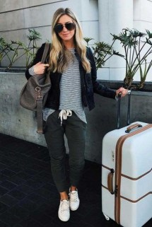 Classic And Casual Airport Outfit Ideas22