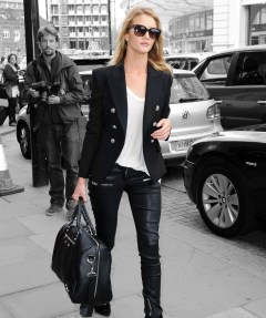 Classic And Casual Airport Outfit Ideas30