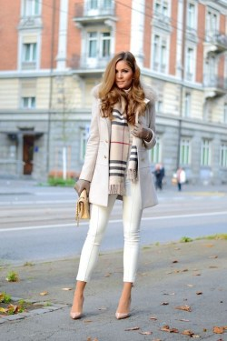 Cute Forward Fall Outfits Ideas To Update Your Wardrobe20
