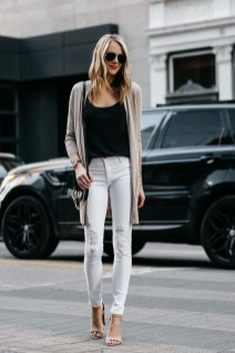 Unique Ways To Wear A Cardigan This Fall31