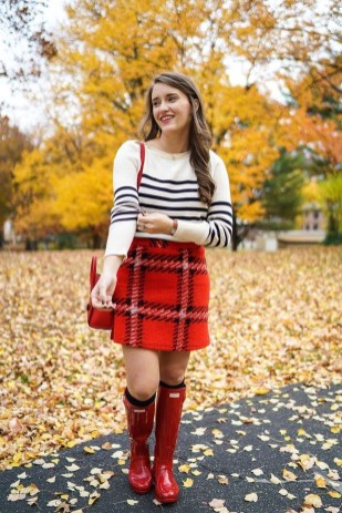 Adorable Winter Outfits Ideas Boots Skirts38