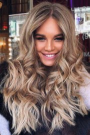 Awesome Haircuts Ideas For Round Face21