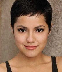 Awesome Haircuts Ideas For Round Face28