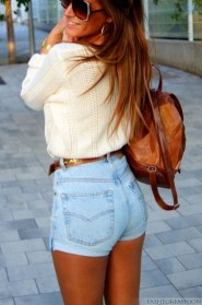Charming Winter Outfits Ideas High Waisted Shorts28