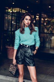 Charming Winter Outfits Ideas High Waisted Shorts31
