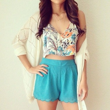 Charming Winter Outfits Ideas High Waisted Shorts38