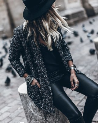 Popular Winter Outfits Ideas Leather Leggings26
