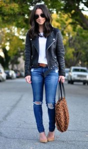 Pretty Winter Outfits Ideas Black Leather Jacket14