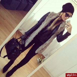 Pretty Winter Outfits Ideas Black Leather Jacket29