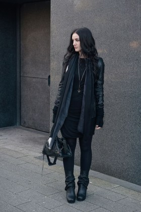 Pretty Winter Outfits Ideas Black Leather Jacket35