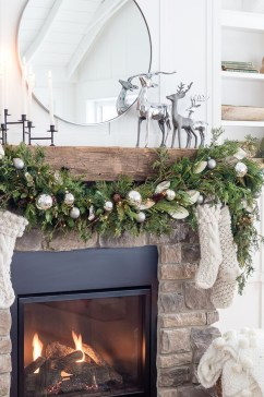 Affordable Winter Christmas Decorations Ideas32
