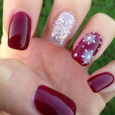 Astonishing Christmas Nail Design Ideas For Pretty Women10