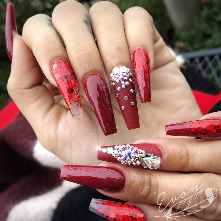 Astonishing Christmas Nail Design Ideas For Pretty Women12