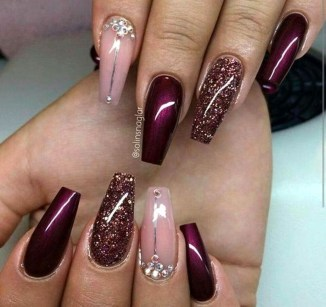 Astonishing Christmas Nail Design Ideas For Pretty Women15