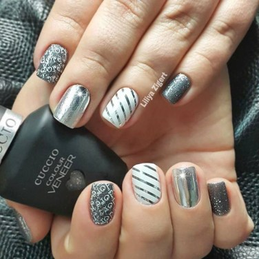 Astonishing Christmas Nail Design Ideas For Pretty Women26