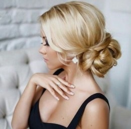 Casual Christmas Updos Ideas17