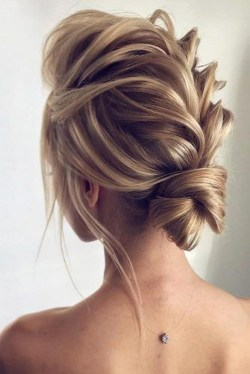Casual Christmas Updos Ideas20