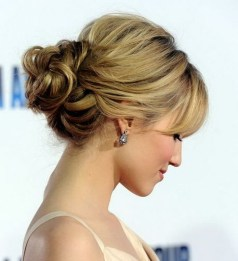 Casual Christmas Updos Ideas40