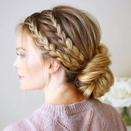 Casual Christmas Updos Ideas41