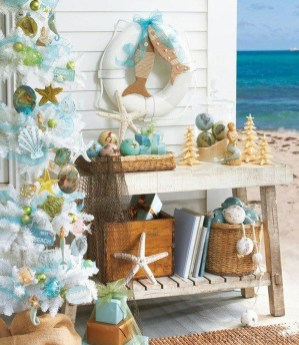 Casual Winter Themed Christmas Decorations Ideas33