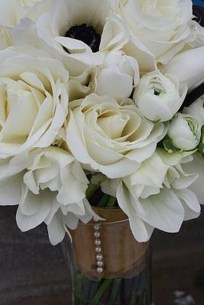 Casual Winter White Bouquet Ideas11