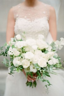 Casual Winter White Bouquet Ideas14