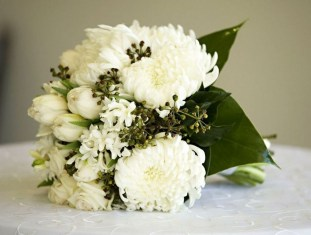 Casual Winter White Bouquet Ideas18