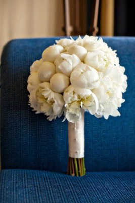 Casual Winter White Bouquet Ideas25