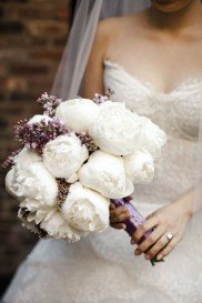 Casual Winter White Bouquet Ideas29
