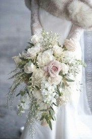 Casual Winter White Bouquet Ideas30