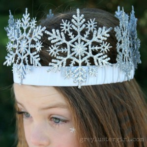 Charming Diy Winter Crown Holiday Party Ideas11