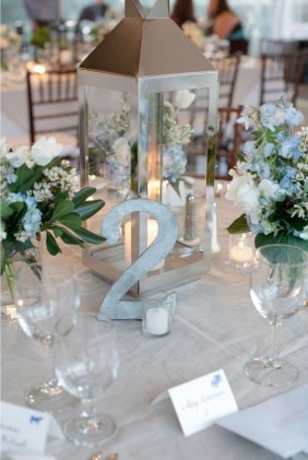 Classy Winter Wonderland Wedding Centerpieces Ideas07