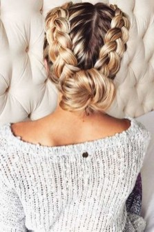 Cute Christmas Braided Hairstyles Ideas09