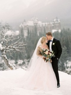 Fabulous Winter Wonderland Wedding Dresses Ideas13