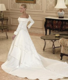 Fabulous Winter Wonderland Wedding Dresses Ideas30
