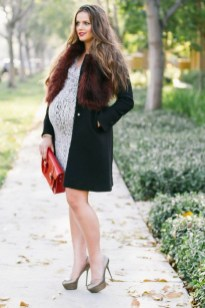 Lovely Maternity Winter Outfits Ideas40