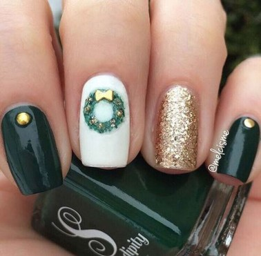 Modern Christmas Nails Ideas03
