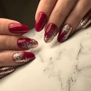 Modern Christmas Nails Ideas17