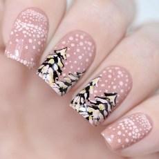 Modern Christmas Nails Ideas27