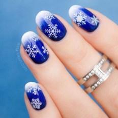 Modern Christmas Nails Ideas34