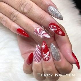Modern Christmas Nails Ideas38