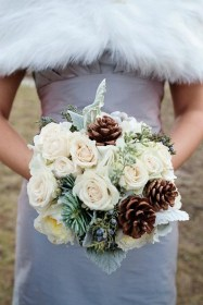 Modern Rustic Winter Wedding Flowers Ideas04