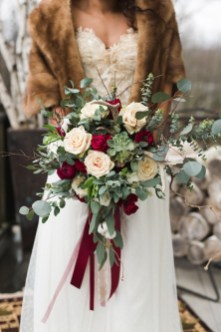 Modern Rustic Winter Wedding Flowers Ideas09