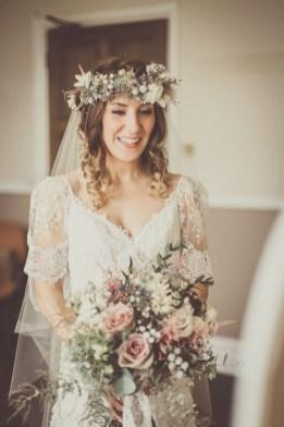 Modern Rustic Winter Wedding Flowers Ideas23