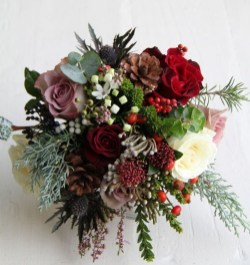 Modern Rustic Winter Wedding Flowers Ideas28