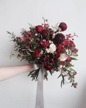 Modern Rustic Winter Wedding Flowers Ideas34