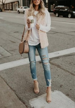 Adorable Winter Outfits Ideas With Jeans08